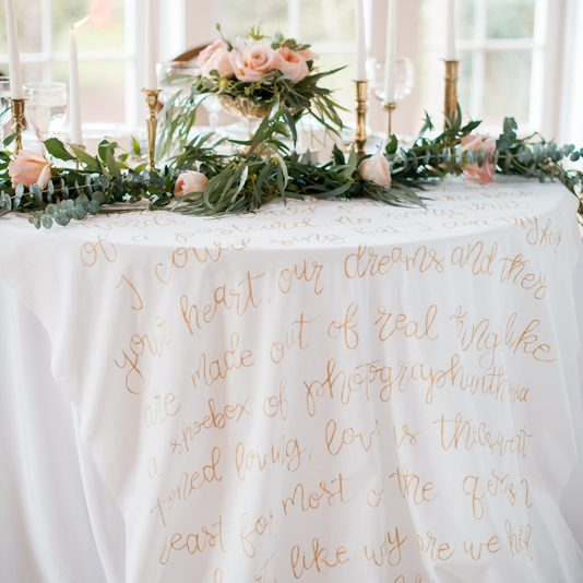 gold-calligraphy-table-linen-sweetheart-table-1
